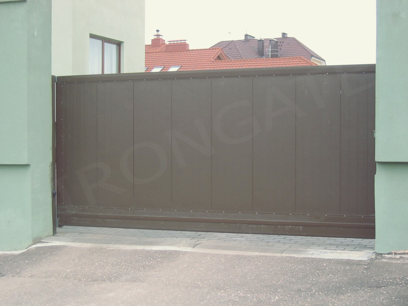Откатные ворота для въезда - фото 4